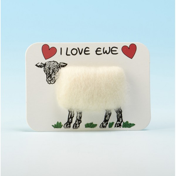 4110 Woolly Fridge Magnet- I LOVE EWE